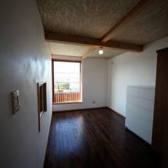 Teen bedroom by 株式会社高野設計工房, Asian