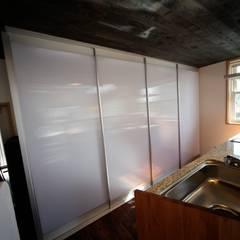 キッチン背面収納: 株式会社高野設計工房が手掛けたキッチン収納です。