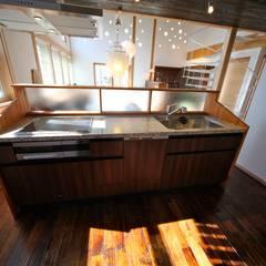 مطبخ ذو قطع مدمجة تنفيذ 株式会社高野設計工房