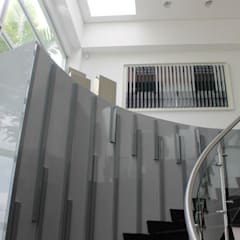 CASA ALAMOS : Escaleras de estilo  por IngeniARQ Arquitectura + Ingeniería