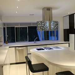 CASA ALAMOS : Cocinas de estilo  por IngeniARQ Arquitectura + Ingeniería, Moderno