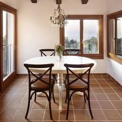 Interiorismo de vivienda en Valldemossa: Comedores de estilo mediterráneo de PSarquitectos