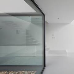 Casa DJ : Janelas   por [i]da arquitectos