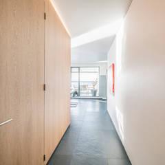 Lucht, Licht, Zicht:  Gang en hal door Masters of Interior Design