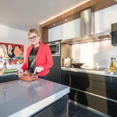Lucht, Licht, Zicht: moderne Keuken door Masters of Interior Design