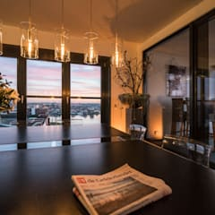 Lucht, Licht, Zicht:  Woonkamer door Masters of Interior Design