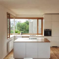 045_Wohnfenster:  Multimedia-Raum von rundzwei Architekten