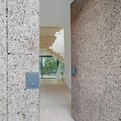 Projekty,  Drwi wejściowe zaprojektowane przez rundzwei Architekten