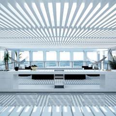 Casa en la Honda : Terrazas de estilo  por ARCHITECTS