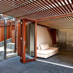 Aperture:  Patios & Decks by KUBE Architecture