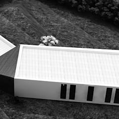 Casa di campagna in stile  di Andrés Hincapíe Arquitectos  A H A