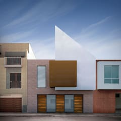 Fachada casa Santa Anita: Casas unifamiliares de estilo  por Punto De Fuga Arquitectura