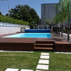 Piscinas de jardín de estilo  por Blu Design srl