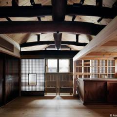 kka古民家 現地再生工事(登録有形文化財): 西本建築事務所 一級建築士事務所が手掛けた寝室です。,