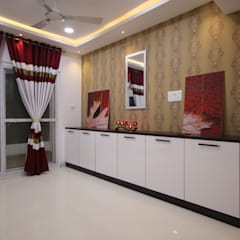 Crockery Unit:  Dining room by Enrich Interiors & Decors