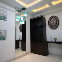 Cuartos de estilo  por Enrich Interiors & Decors, Asiático