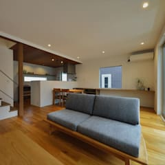 karasaki house: ALTS DESIGN OFFICEが手掛けたリビングです。