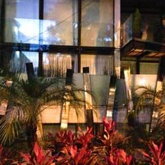 Garden House en el Corazón de Polanco: Jardines en la fachada de estilo  por Bienes Raices Gaia