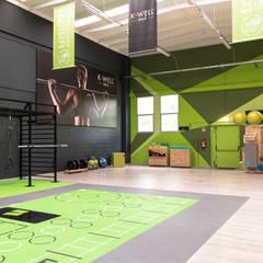 centro allenamento funzionale a Forlì: Spazi commerciali in stile  di Labomaki Srl