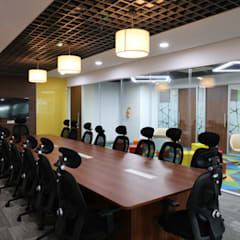 Conference room:  Commercial Spaces by Apex Project Solutions Pvt. Ltd.