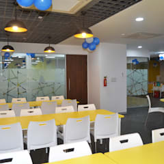 Cafeteria:  Commercial Spaces by Apex Project Solutions Pvt. Ltd.