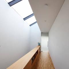 Flur:  Flur & Diele von Architekturbüro zwo P
