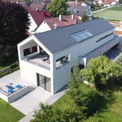 บ้านสำหรับครอบครัว by Architekturbüro zwo P