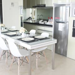 Apartemen Landmark II - 2 Bedroom (Design II):  Unit dapur by POWL Studio