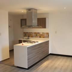 RA-30/APARTA-ESTUDIOS: Cocinas de estilo  por IngeniARQ Arquitectura + Ingeniería, Moderno