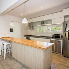 Kitchen units by JOM HOUSES,