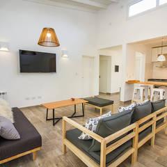 Casa 390 Deportivo por JOM HOUSES: Livings de estilo  por JOM HOUSES