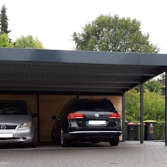 Stahlcarport - moderne Frontansicht: moderne Garage & Schuppen von Schmiedekunstwerk GmbH