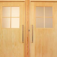 松戸の診療所(無垢な診療所): 大畠稜司建築設計事務所が手掛けた商業空間です。