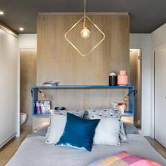 Un-Lofting Almogavers: Dormitorios de estilo  de Egue y Seta