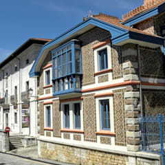 Rehabilitacion de casa en Comillas: Pasillos y vestíbulos de estilo  de HIGUERA ARQUITECTOS