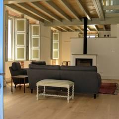 Rehabilitacion de casa en Comillas: Paredes de estilo  de HIGUERA ARQUITECTOS