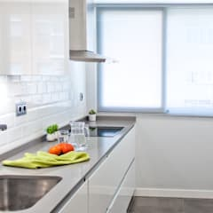 Casa DMD: Cocinas integrales de estilo  de AD ARQUITECTURA URBANA