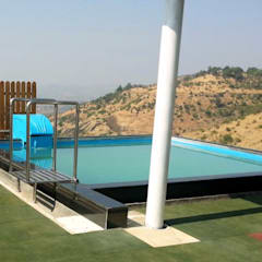 Roof top swimming pools:  Infinity pool by arrdevpools