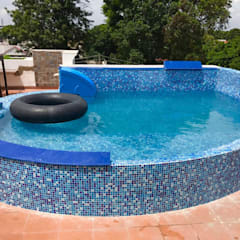 Roof top swimming pools:  Hot Tub by arrdevpools