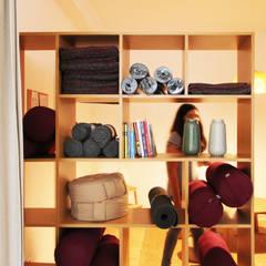 Casa Yogar: Lojas e espaços comerciais  por Qiarq . arquitectura+design