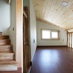 주택내부: 더존하우징의  계단