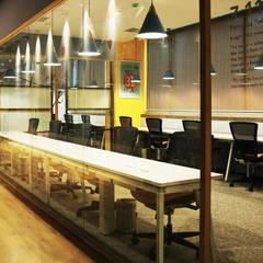 Team Box interior:  Office buildings by Studio Gritt