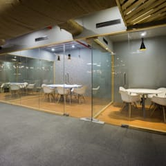 Discussion Rooms:  Office buildings by Studio Gritt