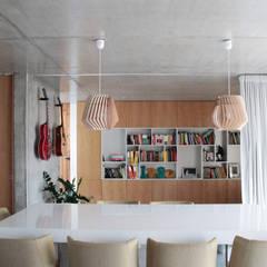casa coli - interiores: Salas de jantar  por Qiarq . arquitectura+design