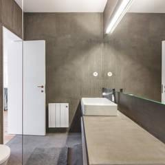 Loft 28 A&B   Requalificação - Alojamento Local: Casas de banho  por João Boullosa
