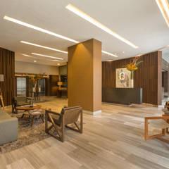 Be Grand  San Angel: Pasillos y recibidores de estilo  por IDEA Asociados