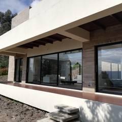 CASA CAÑIZARES: Terrazas de estilo  por IngeniARQ Arquitectura + Ingeniería