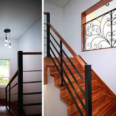 주택 내부: 더존하우징의  계단