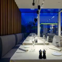 Goliardo Restaurant: Gastronomia in stile  di Sammarro Architecture Studio