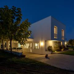 Mediterranean Villa: Villa in stile  di Sammarro Architecture Studio